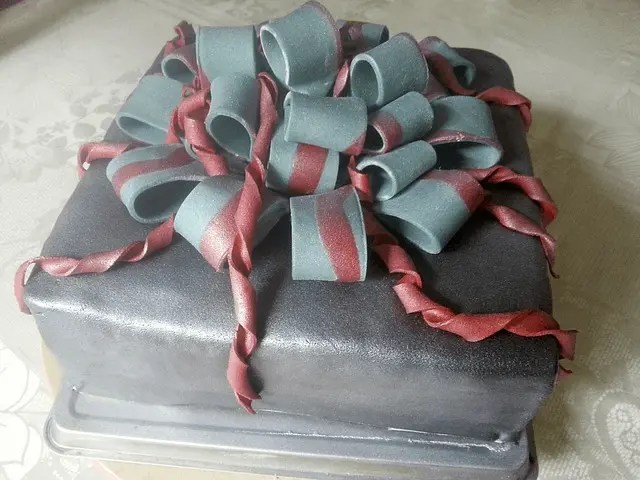 Surprise Cake Delivery online gift ideas