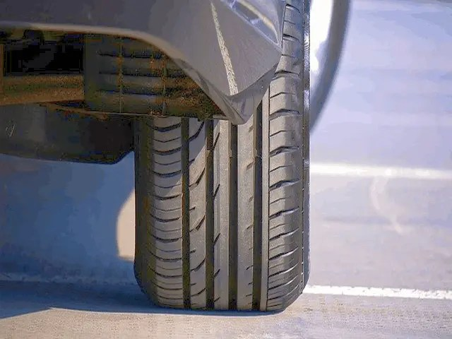 10 Warning Signs You Need to Know When To Change Car Tires