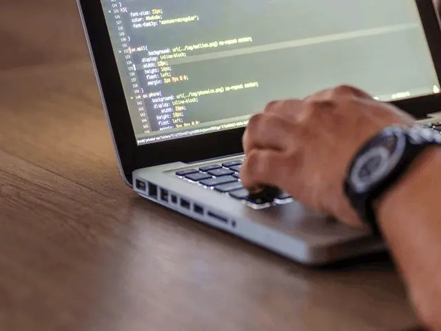 How To Hire A Full-Stack Software Developer 1