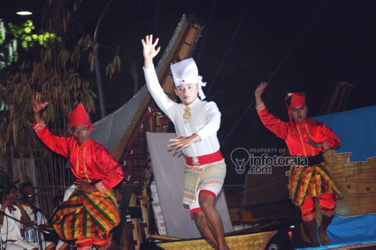 Penampilan peserta Festival Sendratari Lovely December In Toraja