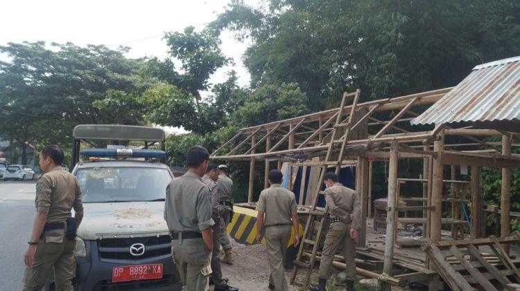 Satpol PP Toraja Utara mengecek lokasi Bantaran sungai di Lembang Rinding Batu, Kec. Kesu Toraja Utara