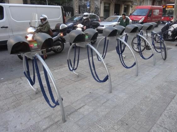 VadebikeBCN_parking_-_Carrer_de_Buenos_Aires_(Barcelona)_01