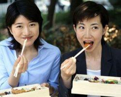 Почему японцы едят палочками и не едят вилкой и ложкой