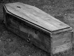 К чему снится гроб: открытый или закрытый, с покойником или пустой, с родственником