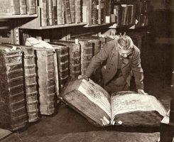 Гримуары — тайные знания. Некрономикон, Тайны Червя, Кодекс Гигас, Библия Черта