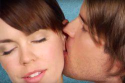 Виды поцелуев и их значение: Французский, в щечку, воздушный, засос, в нос, ухо или лоб