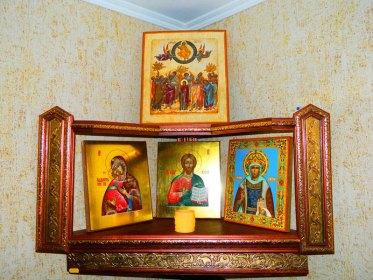 Так вот почему нельзя ставить фотографии рядом с иконами: приметы и суеверия