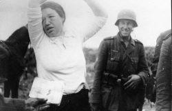 Почему немцы не признавали советских женщин военнослужащими и как они издевались над отважными красноармейками
