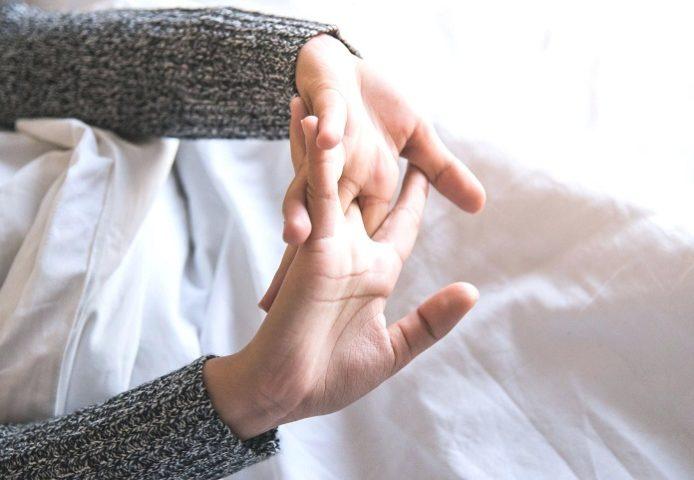Почему хрустят суставы