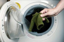 Одежда села после стирки: что делать. Можно ли ее растянуть вещь?