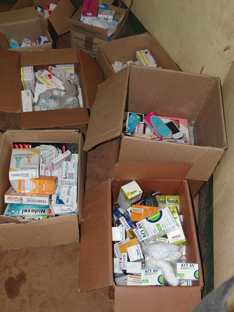 CHU-Yalgado : la police à saisie 09 cartons de produits pharmaceutiques dans les mains de 08 personnes qui ressortaient de l'hôpital en véhicule.