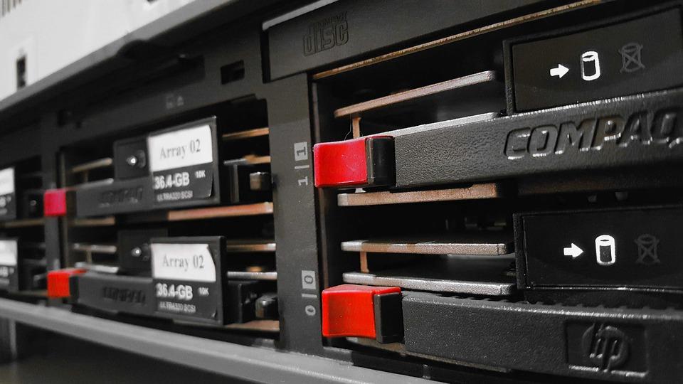 https://i1.wp.com/infoway.pl/wp-content/uploads/2019/05/Co-powinno-znaleźć-się-w-profesjonalnej-serwerowni.jpg?fit=960%2C540&ssl=1