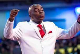 BisBishop Oyedepo reveals secret why he wears white suithop Oyedepo opens up on pastors consulting native doctors for charms for miracles