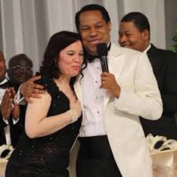 Pastor Chris and Pastor Anita Oyakhilome | Pastor chris, Chris oyakhilome,  Beautiful wife