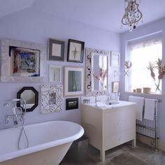 bagno viola e vasca freestanding