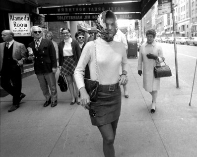 """UNITED STATES - OCTOBER 05: Jacqueline Kennedy Onassis walks out of Cinema Rendezvous theater on W. 57th St. after seeing """"I Am Curious (Yellow)."""" (Photo by Mel Finkelstein/NY Daily News Archive via Getty Images)"""