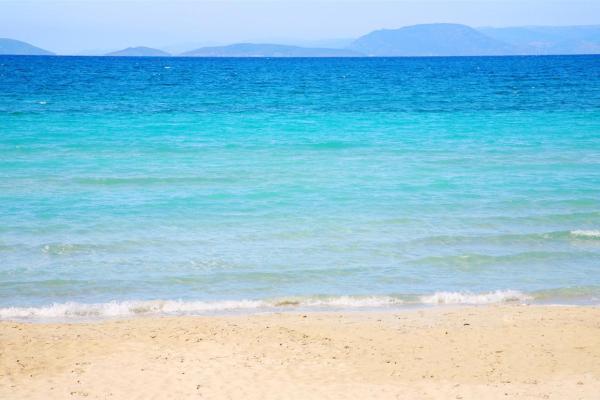 Ilıca halk plajıdeniz güneş kum kumsal plaj sahil mavi Çeşme İzmir koy