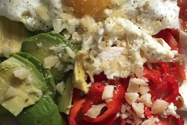 parmesan parmezan peynir biber avokado kahvaltı salatası breakfast salad brekkie yumurta sağlıklı yemek doğal