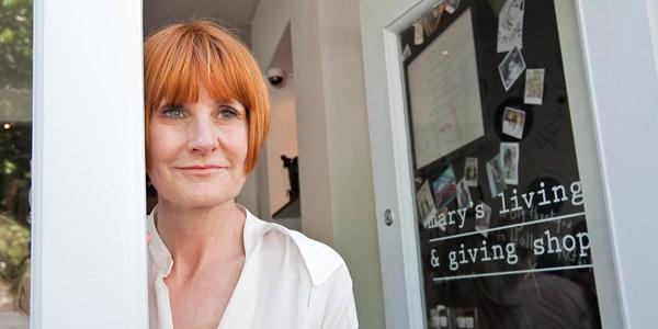 çevreci geri dönüşüm yeniden değerlendirme Mary's Living and Giving Shop Save the Children vakıf dernek STK dükkan mağaza