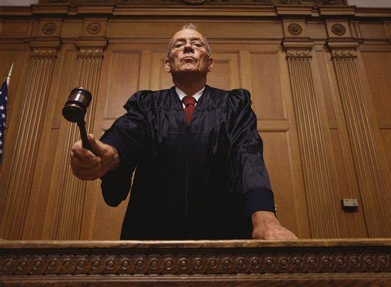 Il processo contro Lorenzo Angelini: accusato di menzogna davanti alla corte. Il corso non dura 8 settimane, e non esiste nessun webinar