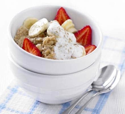 Cinnamon Porridge with Banana & Strawberries - de canela com banana e morango
