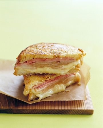 Grilled Ham and Cheese with Pears (presunto, queijo e pêras)