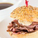 Como é o sanduíche Beef on Weck?