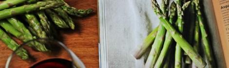 Aspargos com limão siciliano e alho