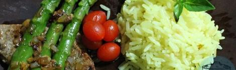 Pra hoje: Arroz, bife e aspargos