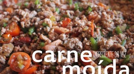 Carne moída, pimentões e tomates