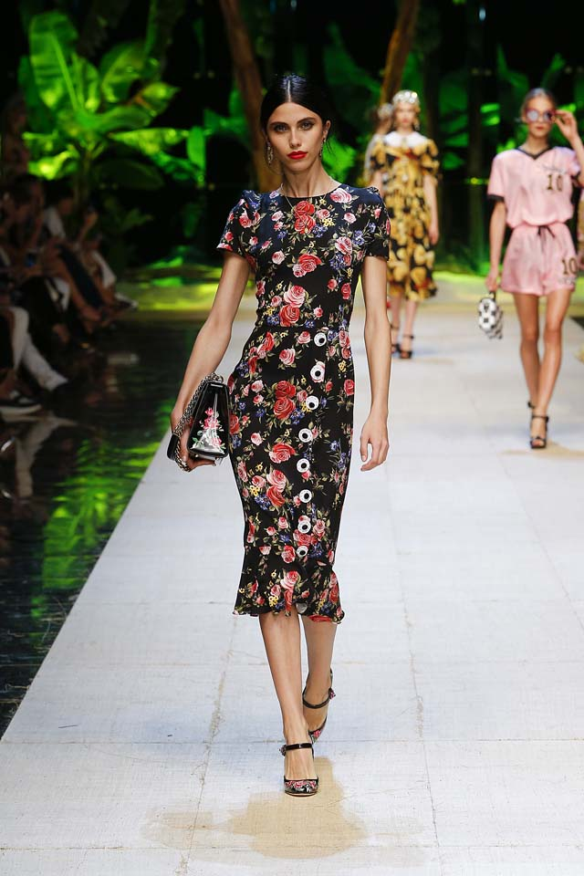 dolce-gabbana-spring-summer-2017-ss17-rtw-63-floral-print-black-handbag