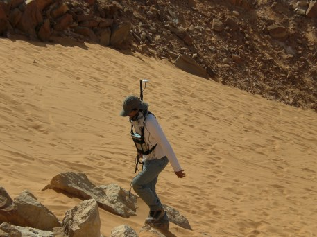 Indagini geofisiche nel deserto del Sahara. Foto di S. Urbini