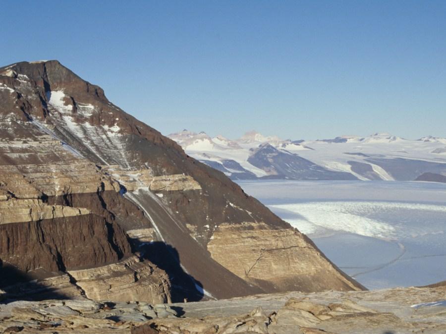 sequenza stratigrafica in primo piano in Antartide
