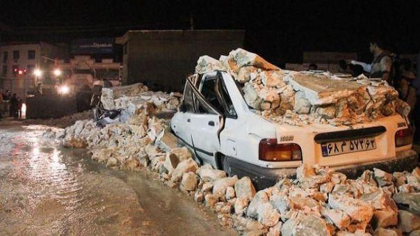 Una delle immagini del terremoto del 28 novembre in Iran (fonte: PressTV). Non è molto consigliabile rifugiarsi in auto durante una scossa.