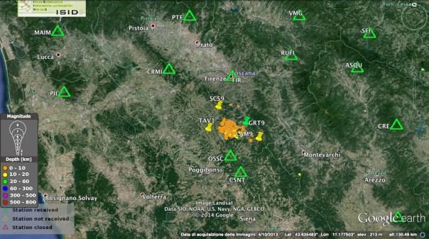 La rete sismica nazionale dell'Ingv nella zona del Chianti (triangoli) e le 4 stazioni sismiche temporanee installate per monitorare meglio lo sciame sismico (puntine)