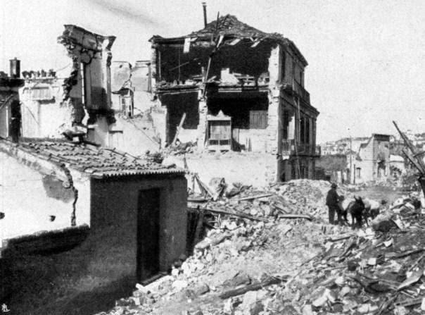 Villa San Giovanni (RC): macerie di case crollate.