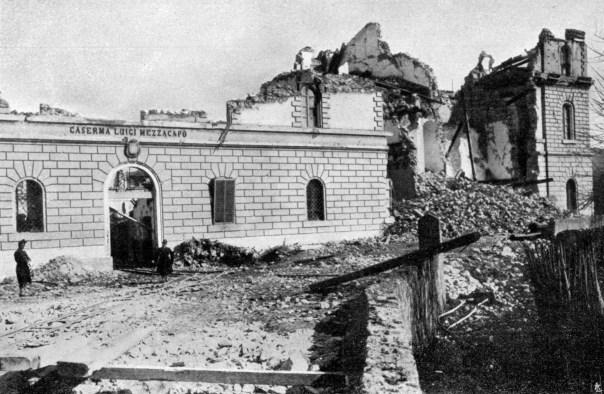 Reggio Calabria: rovine della caserma Luigi Mezzacapo.