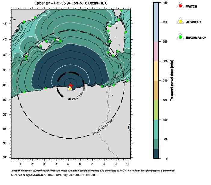Forecast-point (triangolini verdi e gialli) nei quali vengono stimati i livelli di allerta. Le isocrone (curve concentriche che partono dall'epicentro) rappresentano i tempi di propagazione dello tsunami stimati nella simulazione rapida.