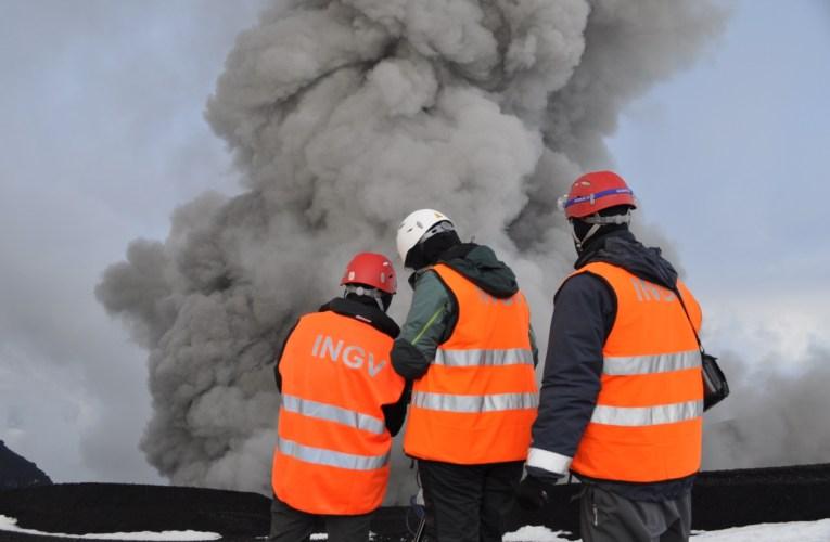L'eruzione del vulcano che paralizzò i cieli d'Europa
