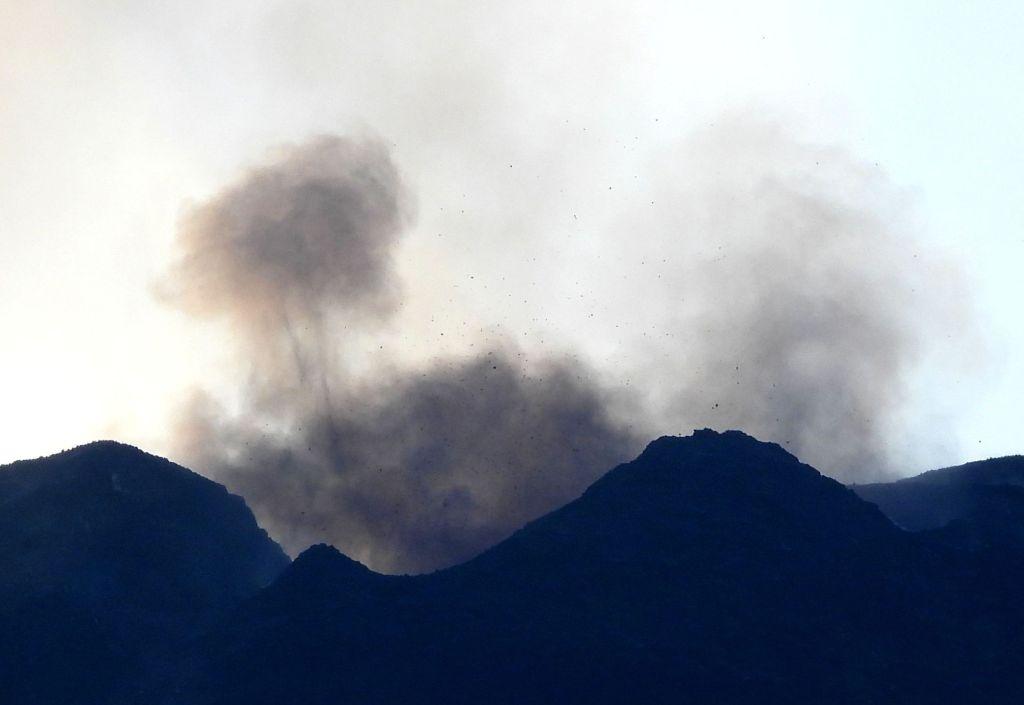 Figura 5 – Ripresa dell'attività stromboliana poco prima delle ore 17:00 del 24 febbraio 2021, vista dalla Valle del Bove (versante orientale) dell'Etna