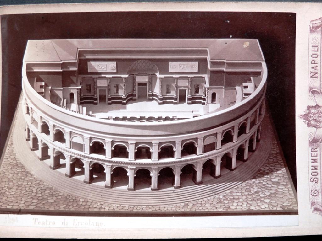 """I """"confetti"""" del Teatro Romano di Ercolano"""