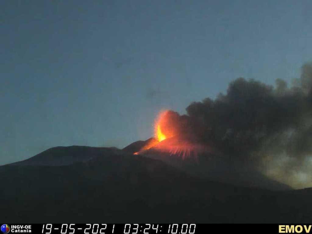 immagine della fontana di lava dell'Etna del 19 maggio 2021