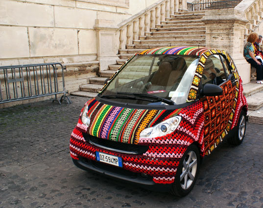 crochet, smart car, crocheted smart car, rome, transportation, green design