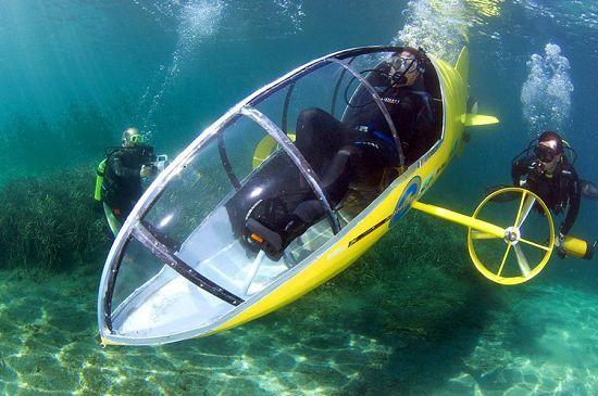 france, pedal-powered submarine, submarine, yellow submarine, scubster, pedal-powered submarine, french pedal powered submarine, scubster pedal power, scubster french submarine