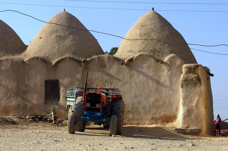 These Earthen Beehive Houses Have Been Keeping Syrians
