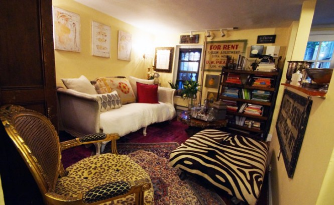 Woman Turns Her Tiny 200 Square Foot Brooklyn Apartment Into A Cozy And Classy Home