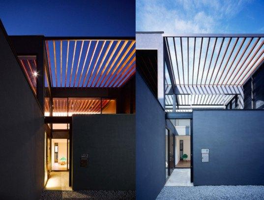 Minimalist Pergola House Has An Open Trellis Roof That