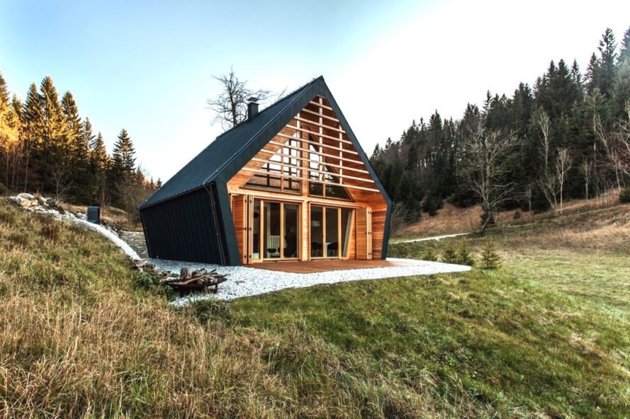 Tiny forest cottage from diy new york newlyweds escape the city to build their first home upstate in a secluded part of the hudson valley. Gorgeous Forest Home Will Fulfill Your Tiny Cabin Dreams