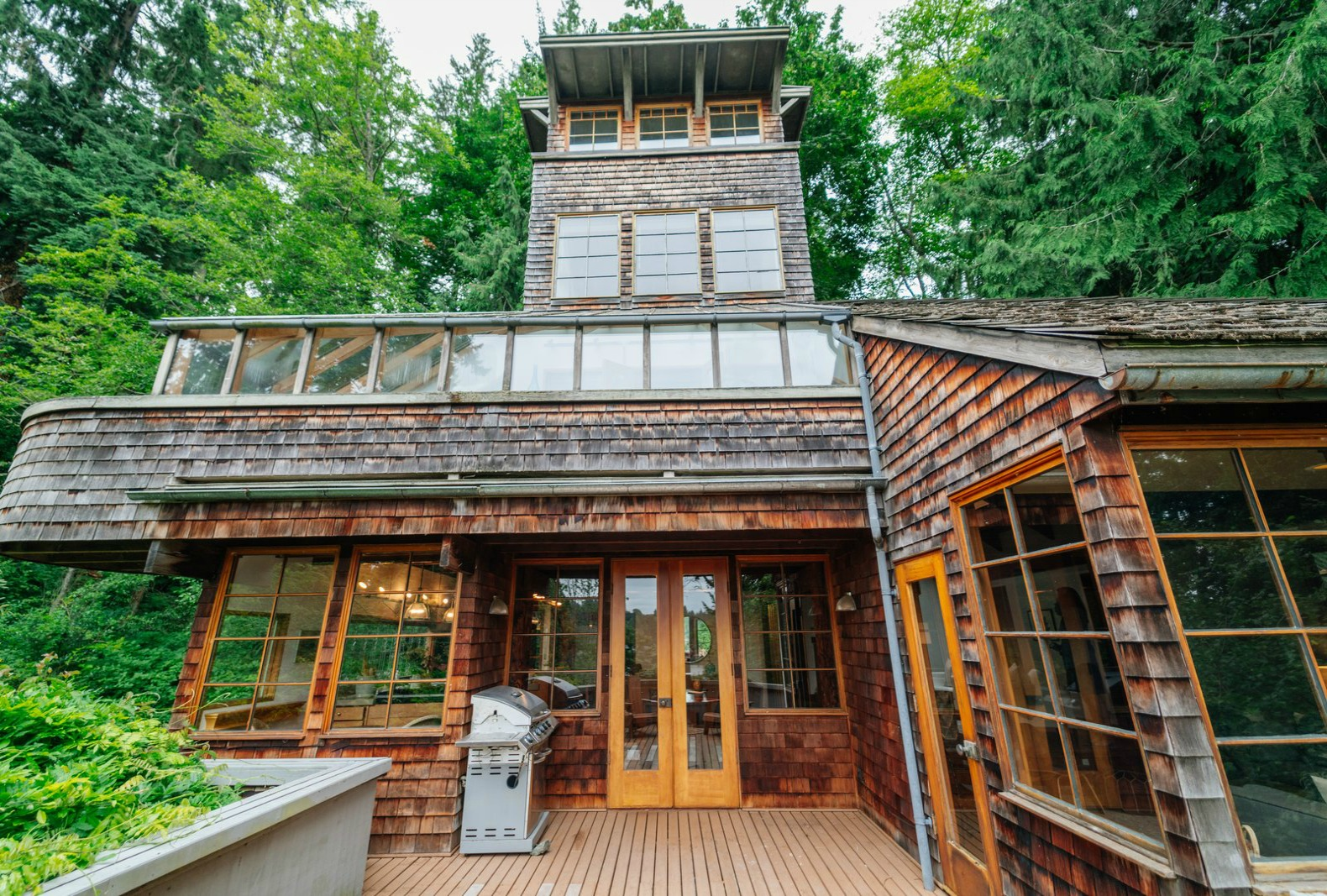 This Gorgeous Tree House Tower Was Built Using