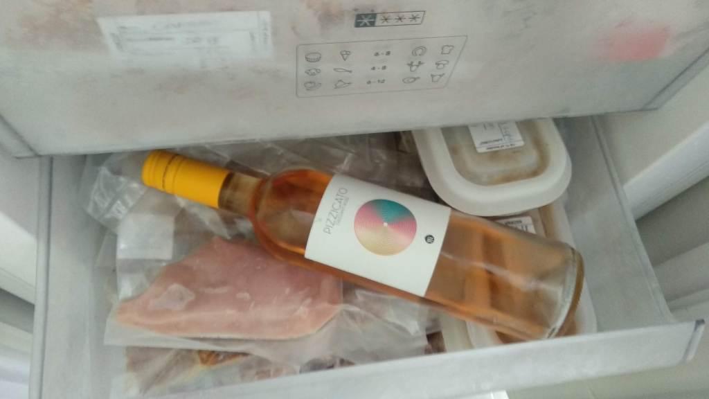Wijn snel koelen in de vriezer